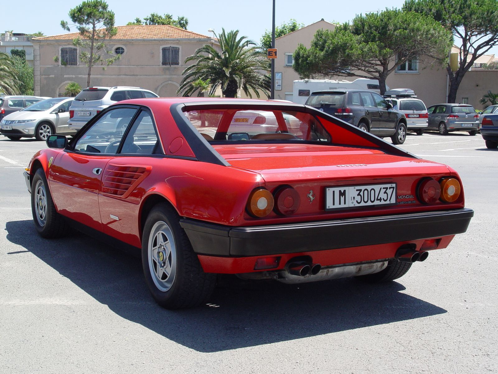 Luxury car Ferrari Mondial, Picture of Ferrari Mondial in red color, sports model ferrari