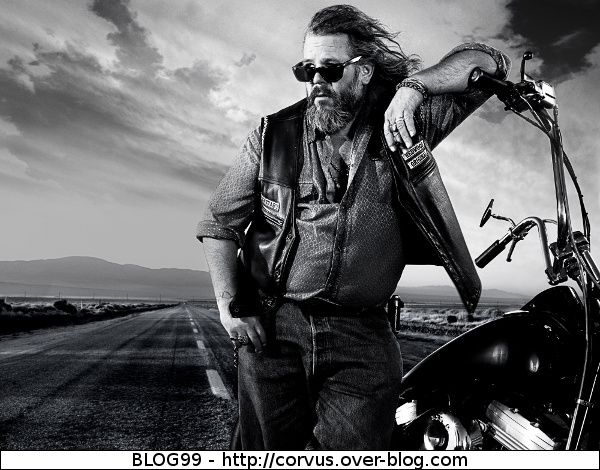 SONS OF ANARCHY ( Série TV )  - Page 2 Bobby-Sons-of-Anarchy-Saison-3
